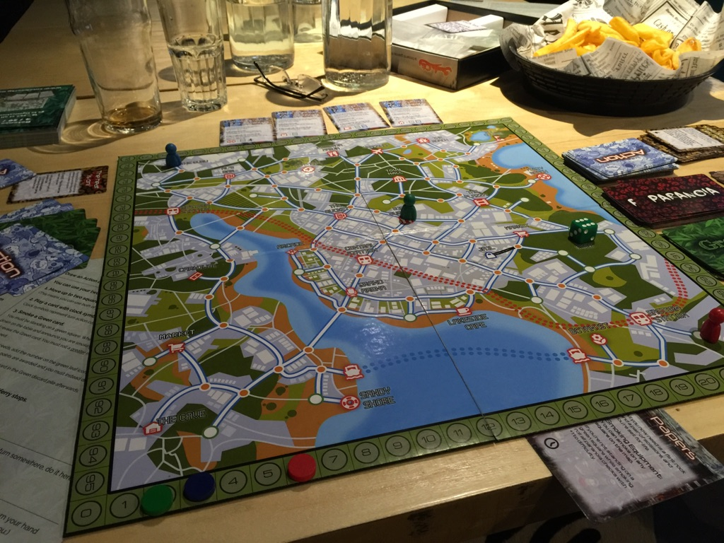 Pelaaminen tapahtuu kuvitteellisessa kaupungissa, jonka esikuvana eräs suomalainen kaupunki.